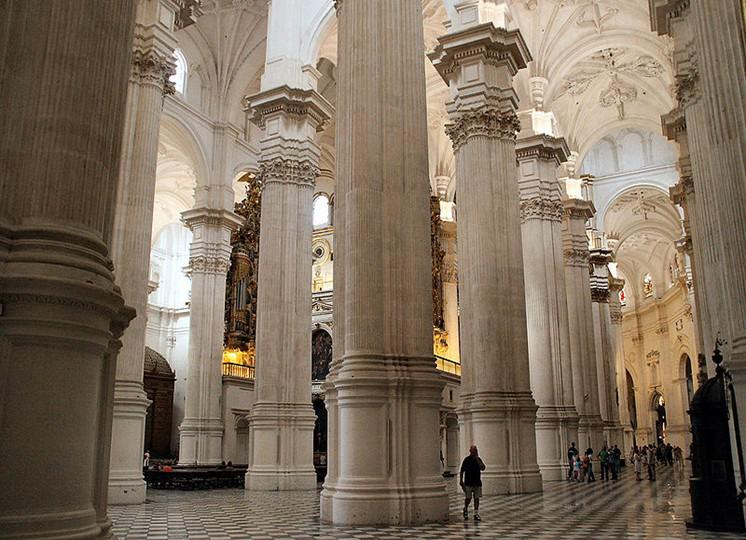 G:\800px-Catedral_de_Segovia-Columnas[1].jpg